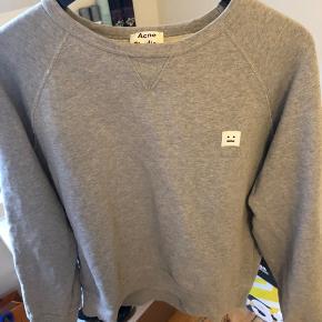 Acne  Sælger denne lækre grå acne sweatshirt  Mp 600 Budt 625 Bin 700  165-170 Cond 8 Intet OG