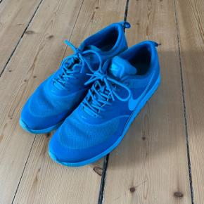 Nike Air Max Thea sneakers i blå str. 42. Brugt en gang.  FAST PRIS: 400 kr. + evt. porto  Nypris: 1200 kr.