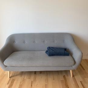 Flot sofa. Købt i oktober, så er ikke særligt gammel. Sælges til 1000kr ☀️☀️ realistiske bud modtages også 🦚🦚  Det er en 2,5 personers sofa ✌🏼