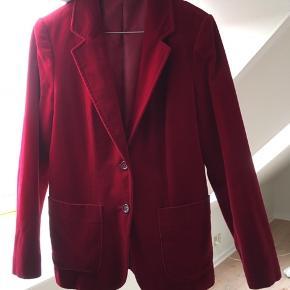 Fuldstændig fantastisk vintage blazer i bourdeaux velour. Meget velholdt.