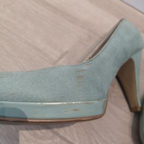 Sælger disse sko i grøn/blå, vil mest sige det er mint. De er ret slidt og sælges derfor billigt.