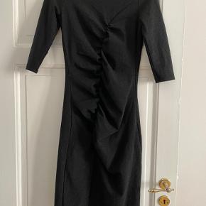 Helt ny kjole fra Studio Only, der sidder så perfekt.