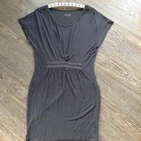 Karmameju kjole