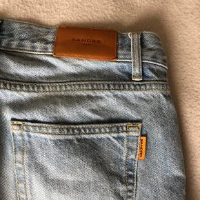 Super lækre sandro denim bukser, de er en str 29 i deres størrelser, som Odder til en størrelse eu 48.