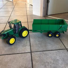 Rigtig fin John deere traktor der kan blinke , med vogn der kan tippe  Rigtig fin stand