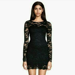 Flot, tætsiddende kjole til festlige lejligheder.  Mængderabat gives:))