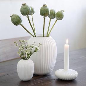 Stor og lille Kähler Hammershøi vase i hvid. 20 cm og 10 cm. Som ny. Prisen er for begge.