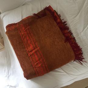 flot marokkansk sengetæppe , købt i marrakech 2,70 cm x 1,70cm brugt få gange/ fremstår som ny!