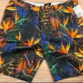 H&M multifarvet shorts str 54. Nye med prismærke.
