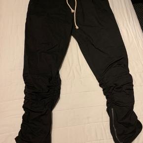 Rigtig fede bukser, som ikke er blevet brugt. Byd.