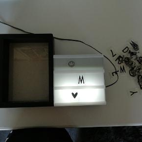 Et lysskilt, med ramme hvor man selv kan putte billede i