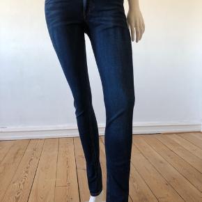 Skinny jeans fra Rag and bone. Perfekt pasform, bløde og dejligt.  Brugte enkelte gange, er som nye og fejler intet. Str 27.  Byttes ikke.