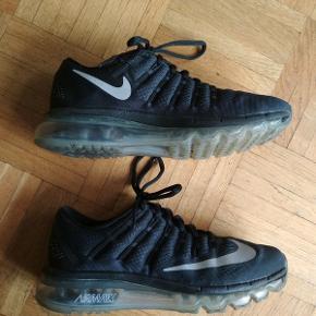 Nike Air Max 2016. Næsten ikke brugt, da de desværre er for store til mig (jeg bruger normalt 37), så de er i god stand 😊 Sender gerne flere billeder 😊 Byd gerne!  Jeg bor i Berlin, men skoene kan sendes for 60,- (uden tracking - sender også gerne med tracking, men så bliver det jo en smule dyrere).
