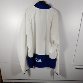 Helt ny Windbreaker fra mærket RSL. I str. XS. Har flere i denne str. Butiks pris er 250kr. Så sælges meget billigt. Skriv endelig ved spørgsmål 😀