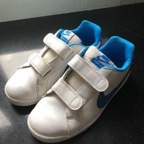Varetype: Sneakers Farve: Hvid Oprindelig købspris: 500 kr. Prisen angivet er inklusiv forsendelse.