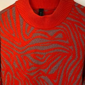 Mønstret orange og sølv med glimmer🧡 Let oversize look.