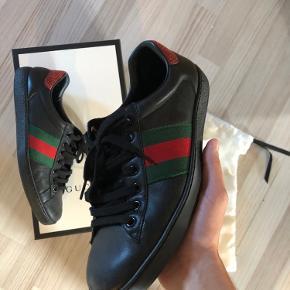 Sælger disse Gucci Ace  Størrelse 41, boks kvittering osv medfølger  Skriv til 52249062 for hurtigt svar :)
