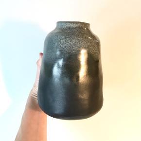 Stor håndlavet unika keramikvase i stentøj. Normal pris 950kr  Fragt Gls Pakkeshop