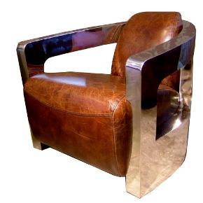 """Mars Chair, Lænestol  Smukt udformede Mars stol, med rustfrit stålramme og det flotte kastanje sprukket vintage læder. vil skabe en følelse af storhed i dit hjem.  Perfekt til kontor-, opholdsrummet- eller mandehulen, komforten i dette designede stykke er selvfølgelig i top.  Købt hos Timothy Oulton i Amsterdam Designer Michael Yeung """"The first generation Mars was created in 2006, winning """"Most Innovative Product"""" at the Luxuria Awards in 2010.""""  nyprisen ligger på 20.000,-  se den blive lavet her. https://www.youtube.com/watch?v=-v16LUNgZVM  se den til salg her. https://homelia.com/products/andrew-martin-mars-chair-in-brown-leather og her. https://www.huntingtonlane.com.au/products/miers-chair-leather-1"""