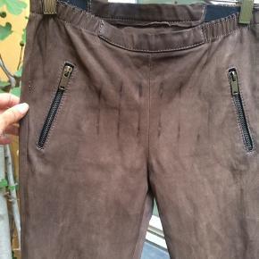 Utzon brunlige læderbukser med effekter. Str 36, lidt korte. I fin stand