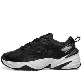 Virkelig fede Nike Tekno i sort. Jeg har brugt dem nogle gange, men må erkende at de er for små til mig:( BYD:)