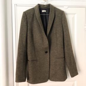 By Malene Birger Auberon Woven Blazer 🌺   42% wool, 31% cotton, 27% polyester; lining: 100% viscose  #30dayssellout