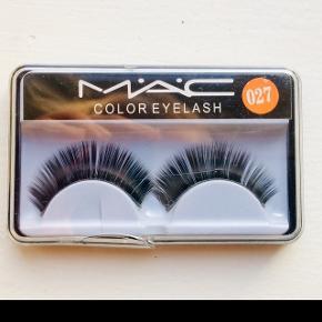Falske vipper / false lashes fra mac. Sælger også øjenskygger fra mac