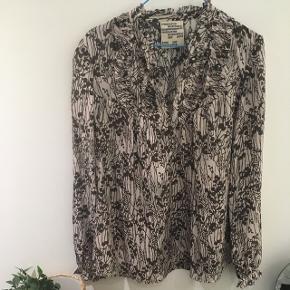 Smuk bluse i ren silke fra Baum und Pferdgarten i str. 38. 175kr- eller kom med et bud 😊 Aarhus.