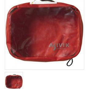 Asivik cubes til at pakke tøj i inden det skal med i en backpack eller kuffert. Vandtæt. Har 2 i medium, 1 i large og 1 i small. Gives rabat ved samlet køb, ellers skriv ved interesse 100 for small 120 for medium  150 for large