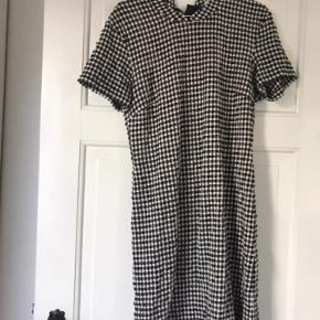 Figur syet kjole fra Mads Nørregård