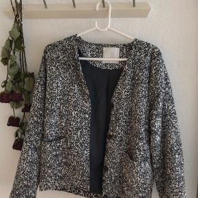 Flot sommer/overgangs jakke fra samsø samsø💗  Fejler intet, så BYD og/el skriv privat:)