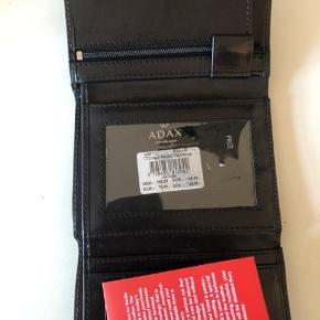 Helt ny Adax pung. Aldrig brugt.  Ny pris: 549.00  Sælger for 400  Byd