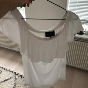 Off shoulder bluse fra designers remix  Str 34  Nypris 900,-