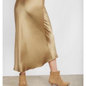 SØGER - denne nederdel i str xs farven er gylden  som på billede. Modellen hedder Bar silk skirt.  ——SØGER SØGER —-