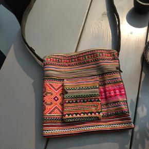 Taske i skønne farver 🌺