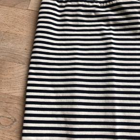Fin blå og hvid stribet nederdel fra Only i str. L. Fin stand