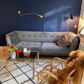 Jeg sælger min fine væglampe fra Restart Milano.  Mål: Højde 19cm - Dybde 92,4cm Lyskilde E27 Globe Max 42w   Pris: 2000kr   Kom gerne med et bud :)