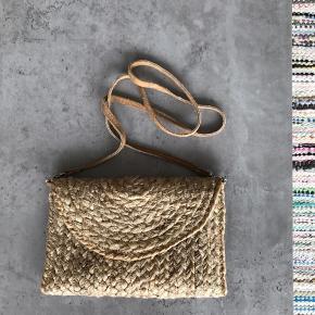 Flettet crossbody taske med aftagelig strop (kan derfor bruge som clutch).   #Secondchancesummer