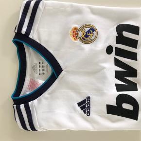 Fodboldbladet Real Madrid Adidas God men brugt   Se mine øvrige annoncer :-)