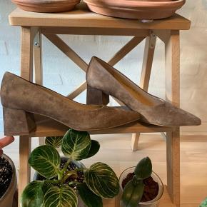 Aldrig brugte heels fra Mentor i ægte læder og ruskind. Størrelsessvarende