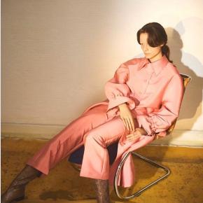 Stine Goya silke bukser, aldrig brugt fordi de er for lange. Np: 1400 kr