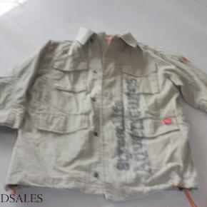 Brand: whoopi Varetype: jakke Størrelse: 5 år Farve: Beige Oprindelig købspris: 699 kr.  brugt få gange fra ikke ryger hjem