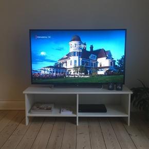 Fjernsynet er 4 år gammelt, men har god kvalitet og har netadgang og apps.   48 tommer  Skriv og byd gerne ☺️ Jeg skal gerne have det solgt inden d. 1 marts.