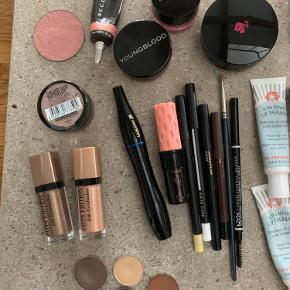 Goodiebag med beauty-produkter fra MAC, Becca, Chanel, Ecooking, Lancôme m.fl. Inkl. hard brush case fra NYX.  Sælges kun samlet.  De fleste makeupprodukter er kun testet eller swatchet 1 gang.