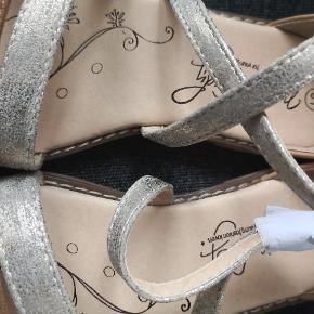 Ny pige sandaler