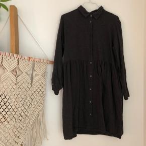 Hyggelig strikkjole fra Monki med knapper.  Se også mine andre annoncer  #trendsalesfund 🌻