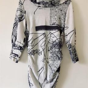 63bbb039122 Brand: Elinette Varetype: Smuk kjole Farve: —