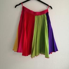 Plisseret nederdel i orange, lilla, grøn, gul, lyserød og rød  #Secondchancesummer