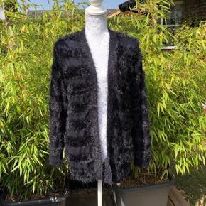 Smart Jeans Kjole Farve: Mørkeblå Oprindelig købspris: 179 kr.  Sød cowboykjole brugt 4 gange Her er målene. Brystmål = 2 x 48 cm Livvidde 2 x 64 cm længde = 98 cm :o)  Sendes med Coolrunner