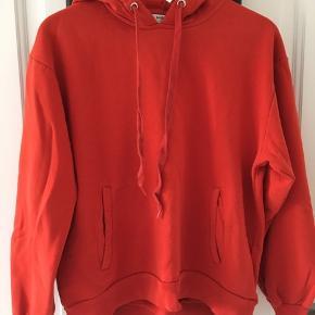 Orange hoodie fra Moss Copenhagen. Stor i str. Byd gerne☺️